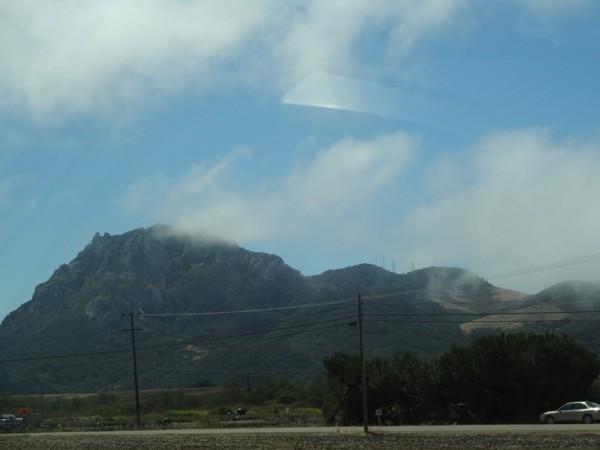 И облака цепляются за горы!